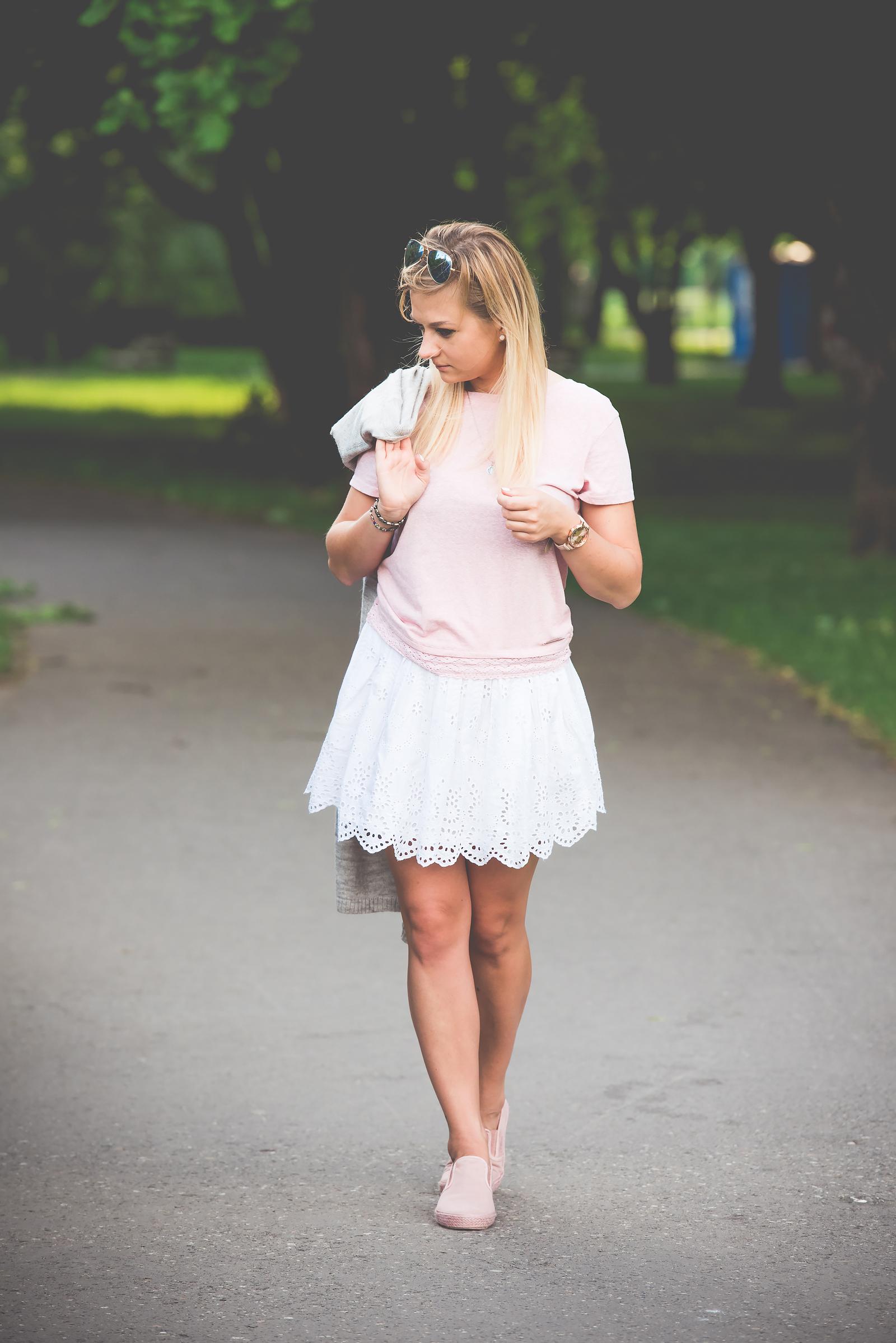 stylizacja z biała spodnica