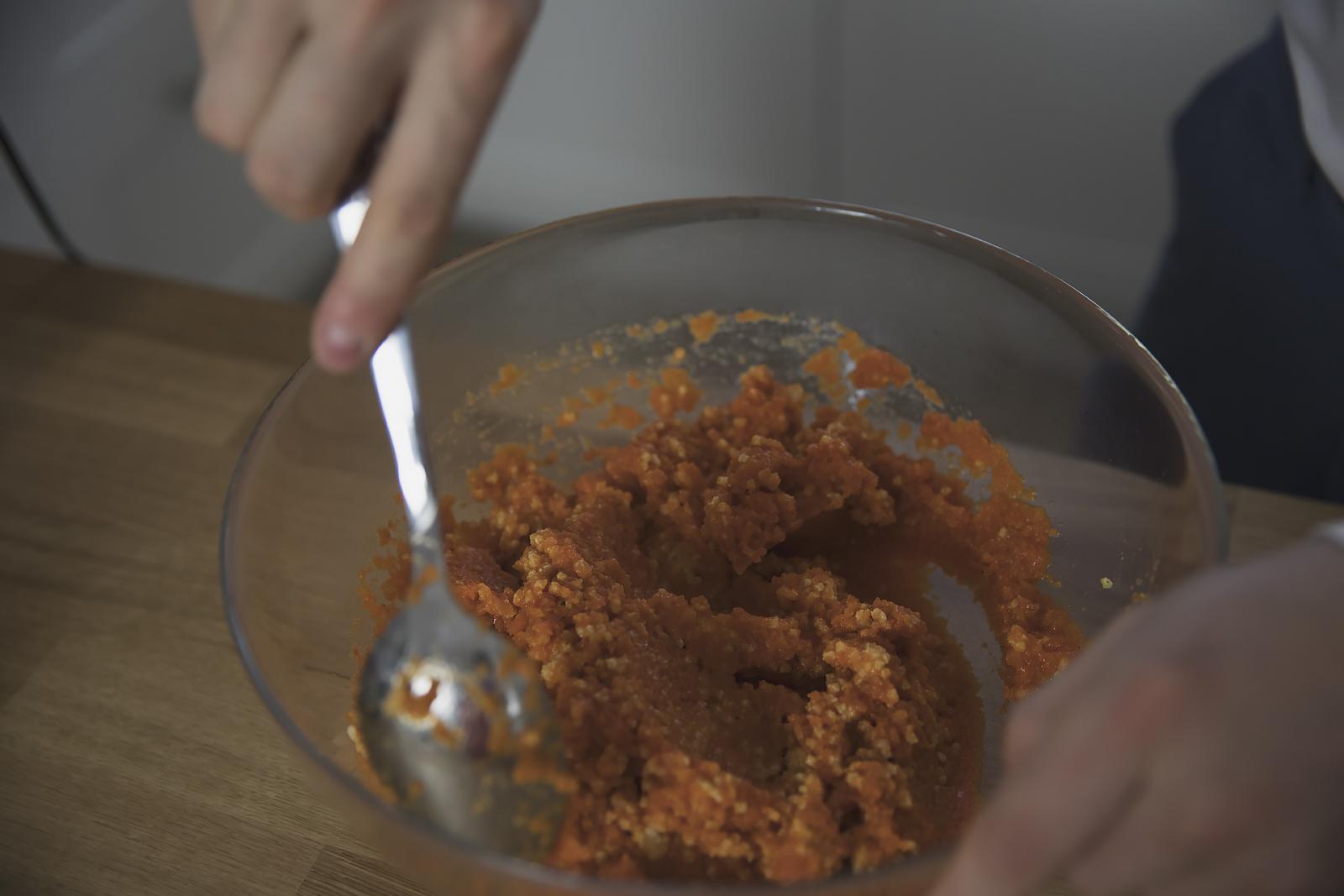 facet-w-kuchni-braun40